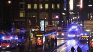 In Karlsruhe haben Polizisten zwei Bankräuber erschossen. Eine Beamtin wurde schwer verletzt.