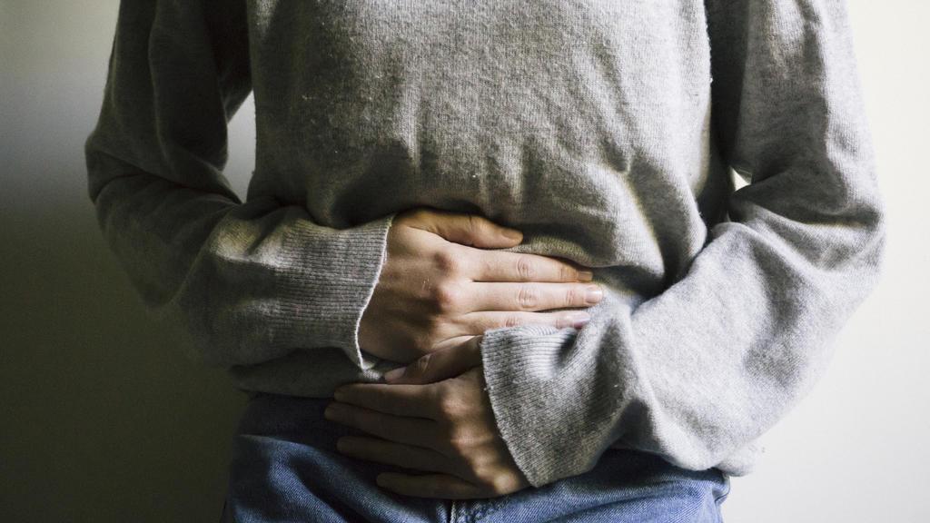 Bei Übelkeit in Folge einer Norovirus-Infektion sollte auf eine magenschonende Ernährung gesetzt werden.