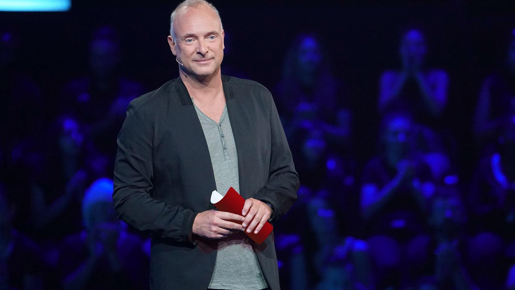"""Frank Buschmann als Moderator von """"5 gegen Jauch"""""""