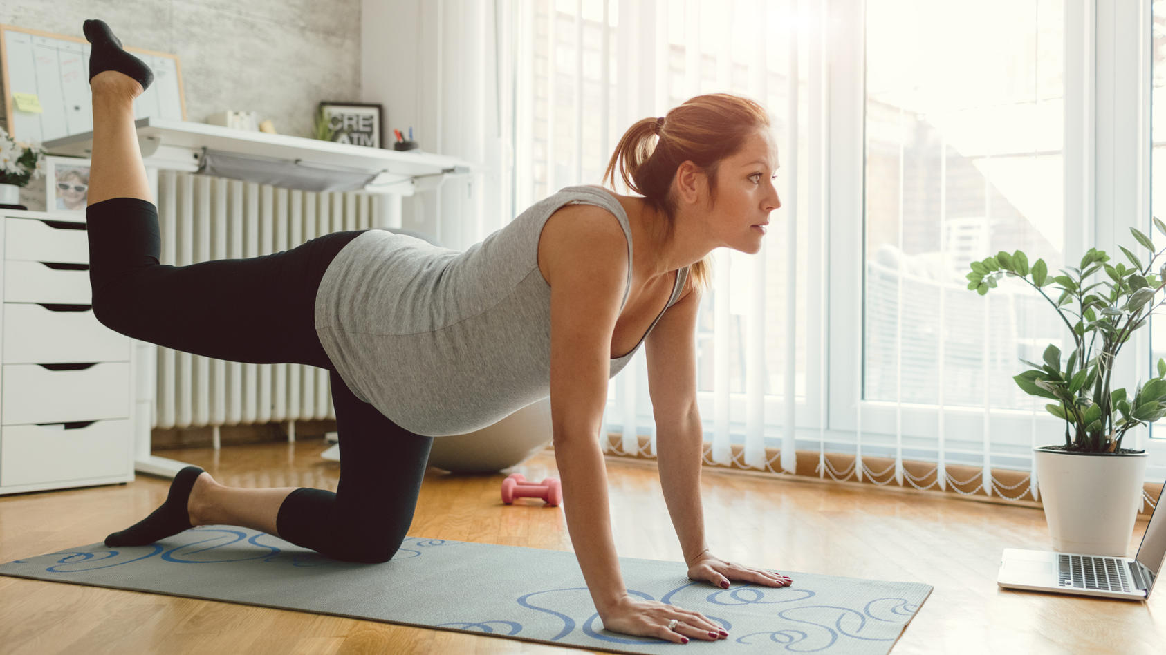 Zu einer guten Geburtsvorbereitung gehören auch ein paar sportliche Übungen.