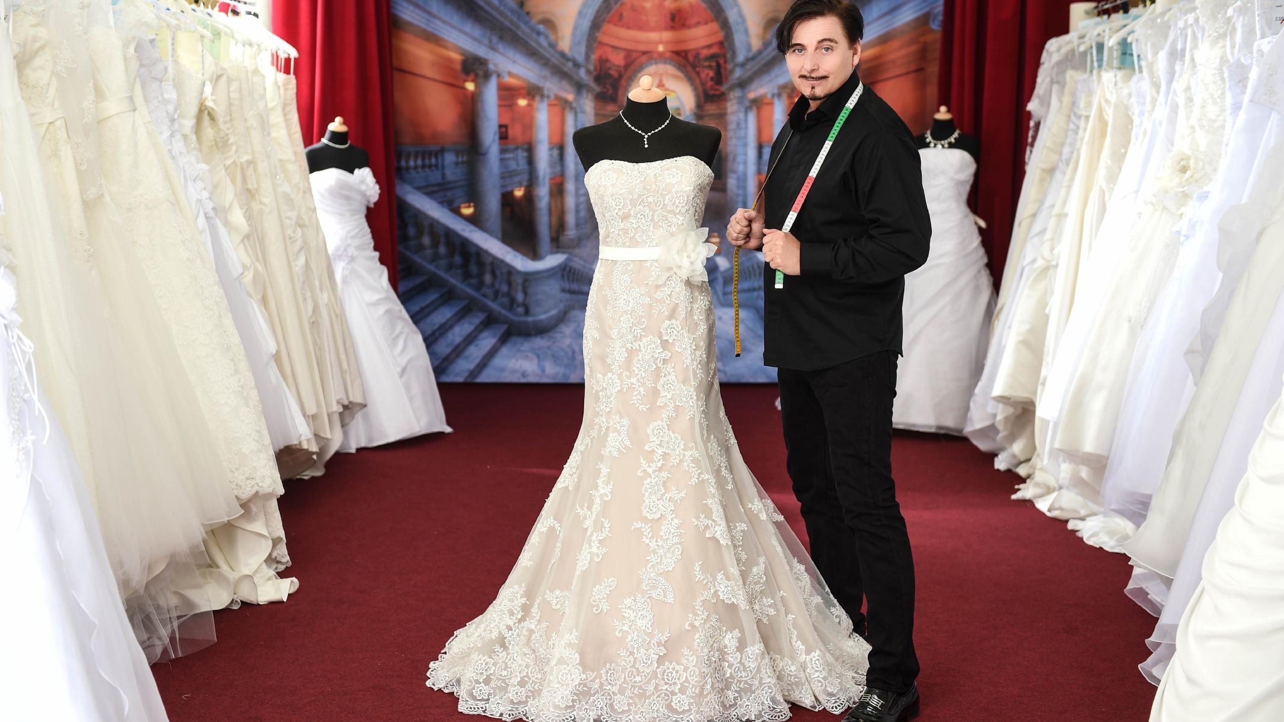 Uwe Herrmann Brautkleid Papst Verlangt Eintritt Furs Shopping