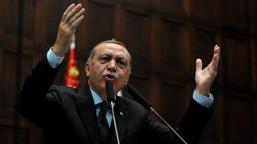 Bilder des Tages Turkey President Recep Tayyip Erdogan speaks during his weekly party conference at Turkish Parliamentary, Ankara, 5th of Dec. 2017. PUBLICATIONxINxGERxSUIxAUTxHUNxONLY 15869774