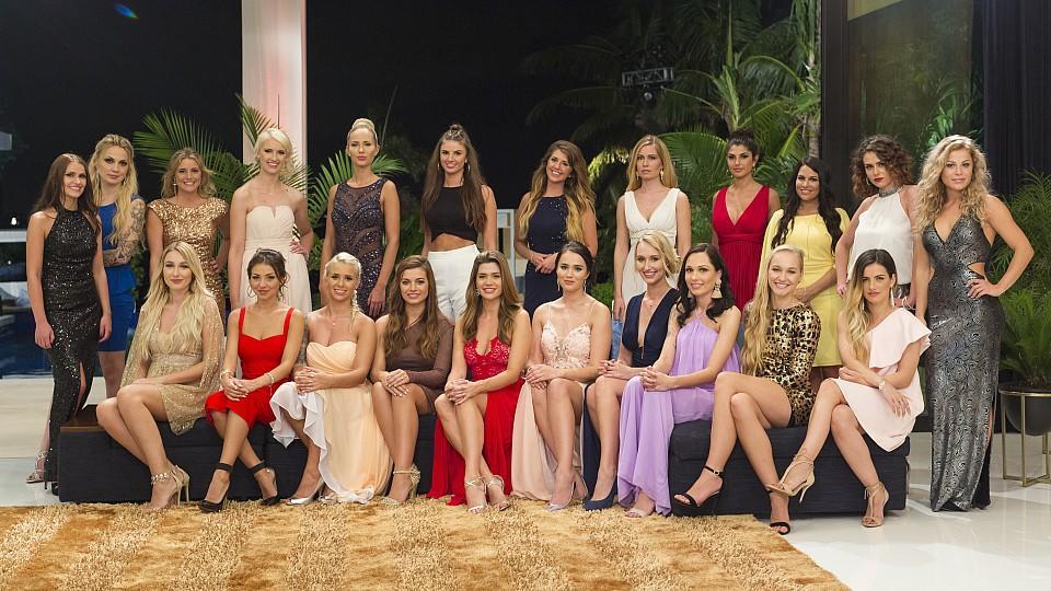 Diese Ladys sind die Bachelor-Kandidatinnen 2018: oben: Alina, Angie, Janina Celine, Clarissa, Lina, Luisa, Lisa, Claudia, Yeliz, Meike, Janine Christin, Michelleunten: Jessica, Kristina, Carina, Maxime, Nadine, Amelie, Janina, Janet, Svenja, Roxy