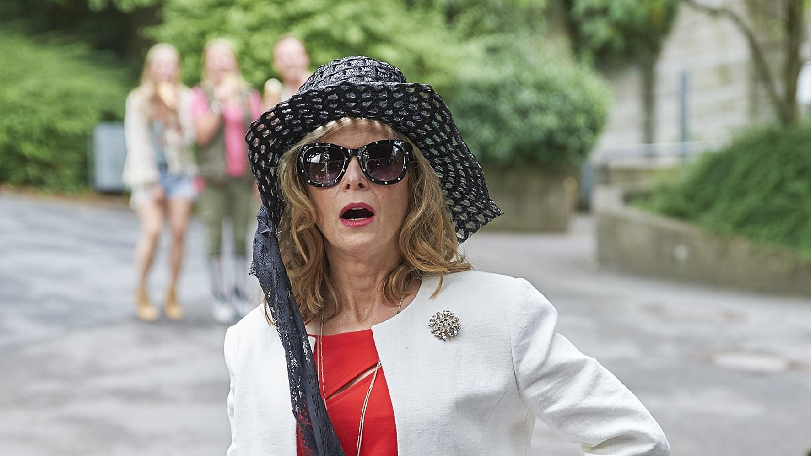 Mutter Gabriele (Leslie Malton) glänzt durch Egozentrik