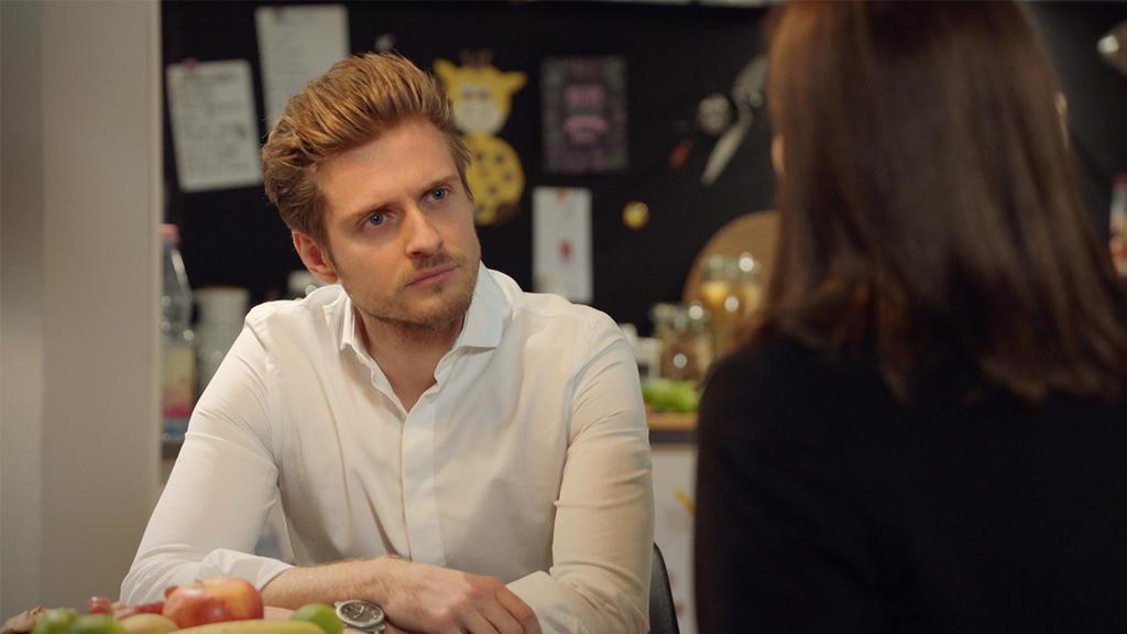 Philip kann nicht glauben, wie Katrin mit ihm spricht.