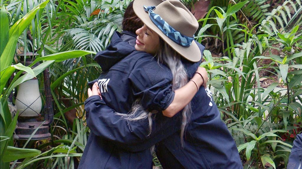 Jenny und Kattia verabschieden sich.