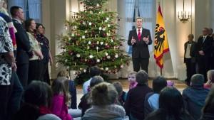 Zur Aufzeichnung seiner Weihnachtsansprache lud Bundespräsident Christian Wulff 200 Bürger ins Schloss Bellevue ein