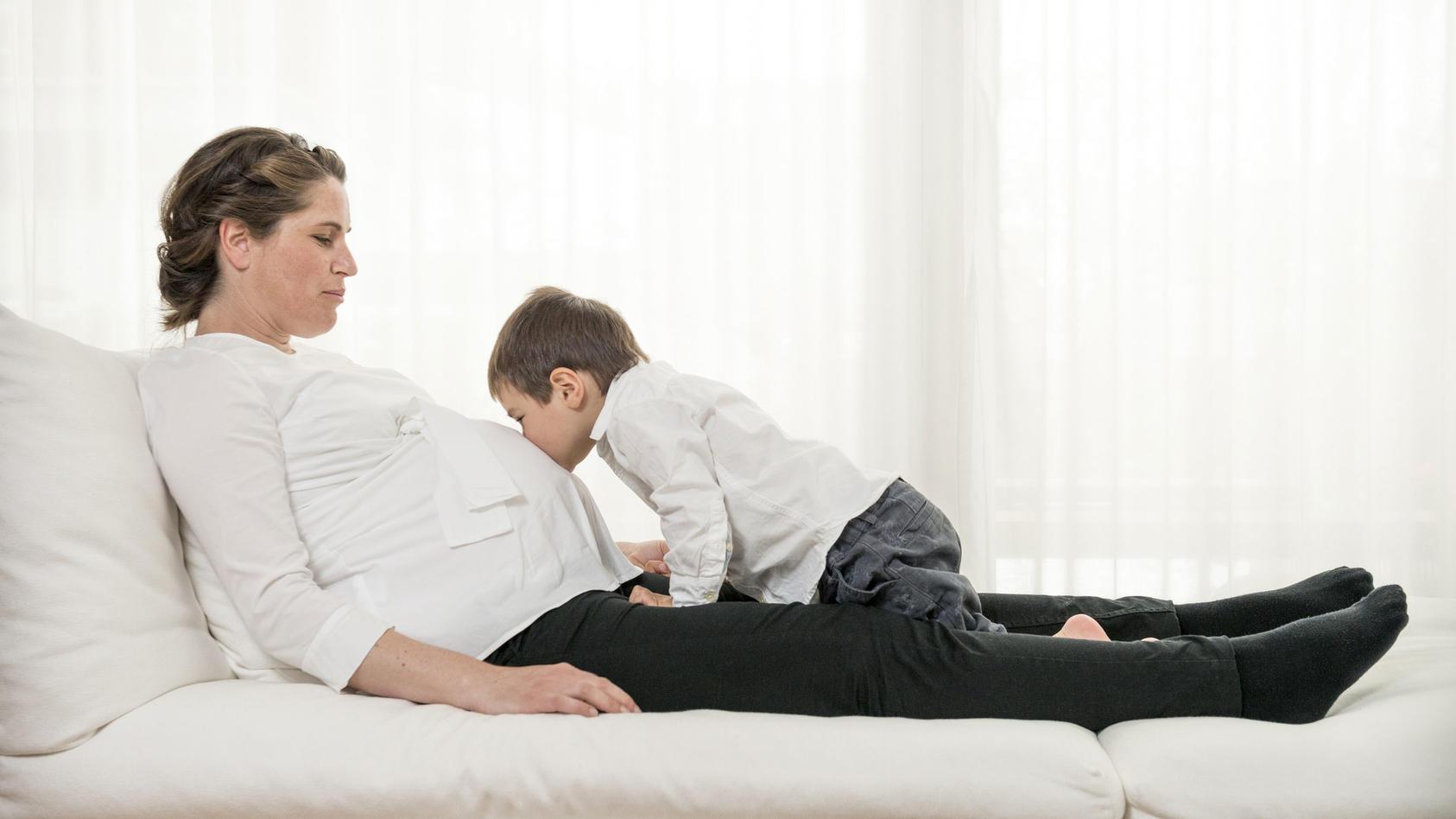 Wenn Mama hochschwanger ist und der Arzt maximales Schonen verordnet, wird der Alltag für junge Familien ohne zusätzliche Hilfe oft schwer.