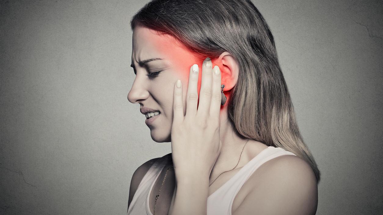 Ohrenschmerzen? Dann ab zum Arzt! Mit einer Mittelohrentzündung (Otitis) ist nicht zu spaßen.