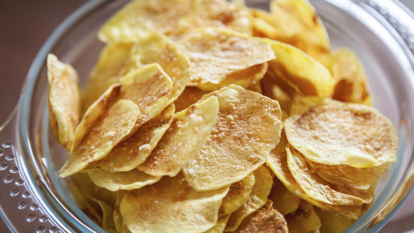 In 'Chipsfrisch ungarisch' von 'Funny Frisch' könnte Milch enthalten sein.