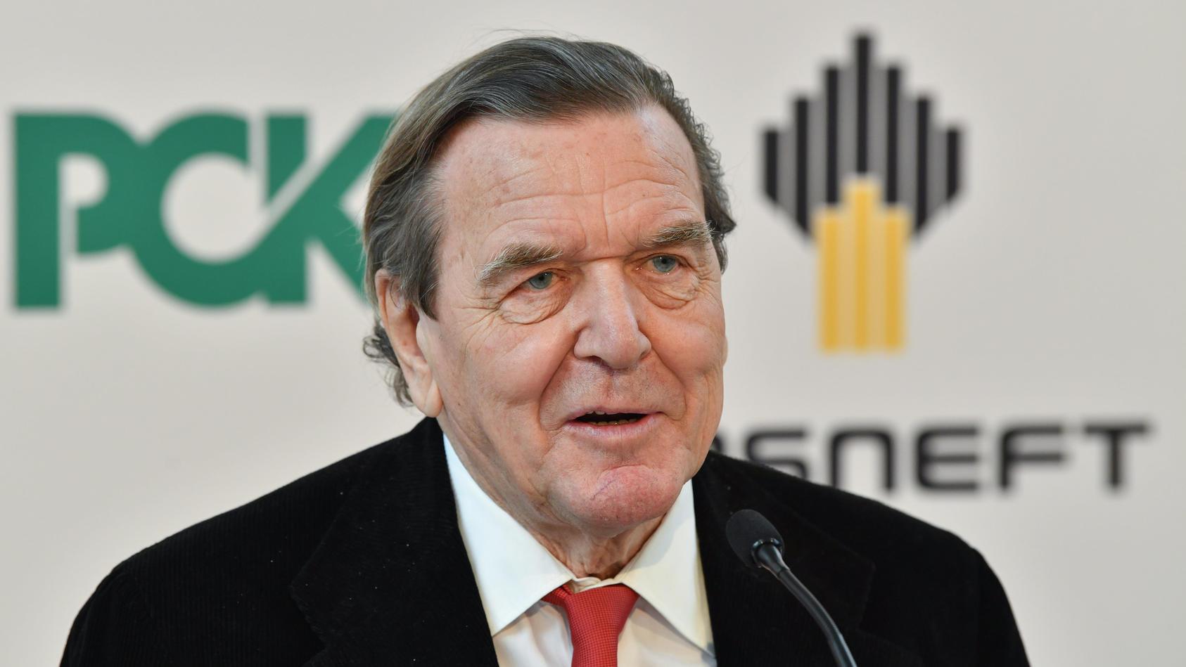 Gerhard Schröder sitzt im Aufsichtsrat des staatlichen Öl-Konzerns 'Rosneft'.