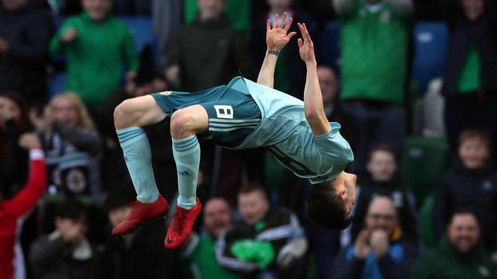 24.03.2018, Nordirland, Belfast: Fußball: Freundschaftsspiel, Nordirland - Südkorea. Paul Smyth aus Nordirland jubelt nach einem Treffer. Foto: Brian Lawless/PA Wire/dpa +++ dpa-Bildfunk +++