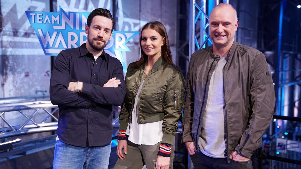 """Die """"Team Ninja Warrior Germany""""-Moderatoren Jan Köppen (l.), Laura Wontorra und Frank Buschmann."""