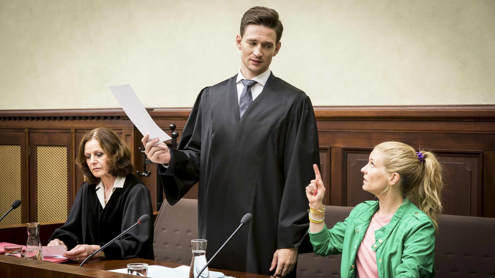 "August Wittgenstein spielt den Anwalt Maximilian Mertens in ""Jenny - echt gerecht!"""