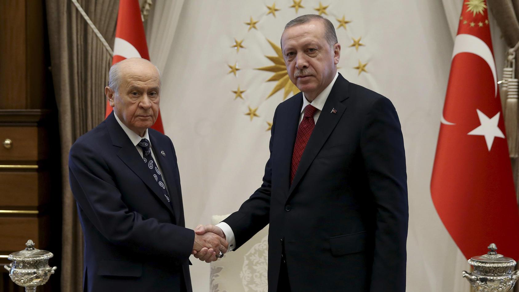 Erdogan und MHP-Parteichef Bahceli haben sich in Ankara für Wahlen in diesem Jahr ausgesprochen.