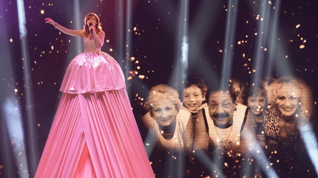 """DSDS 2018: Marie präsentiert im großen Finale ihre Debutsingle """"Königlich""""."""
