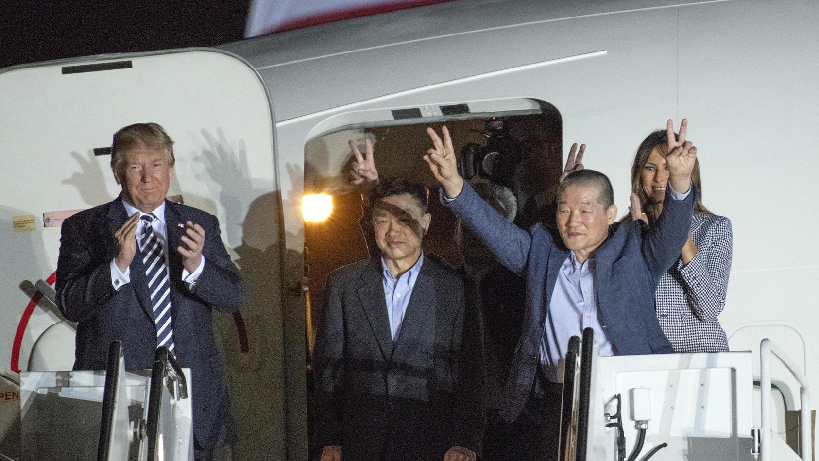 Endlich in Freiheit: Drei aus nordkoreanischer Gefangenschaft freigelassene Amerikaner sind in den USA eingetroffen
