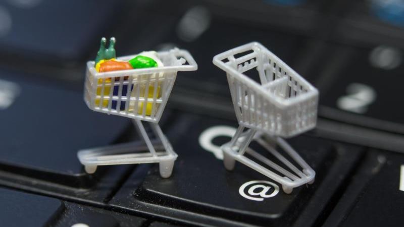 Wer über Cashback-Portale einkauft, kann laut Stiftung Warentest bis zu 10 Prozent sparen. Bei Rabattkarten bekommen Kunden meist nur 1 Prozent Preisnachlass. Foto: Jens Büttner