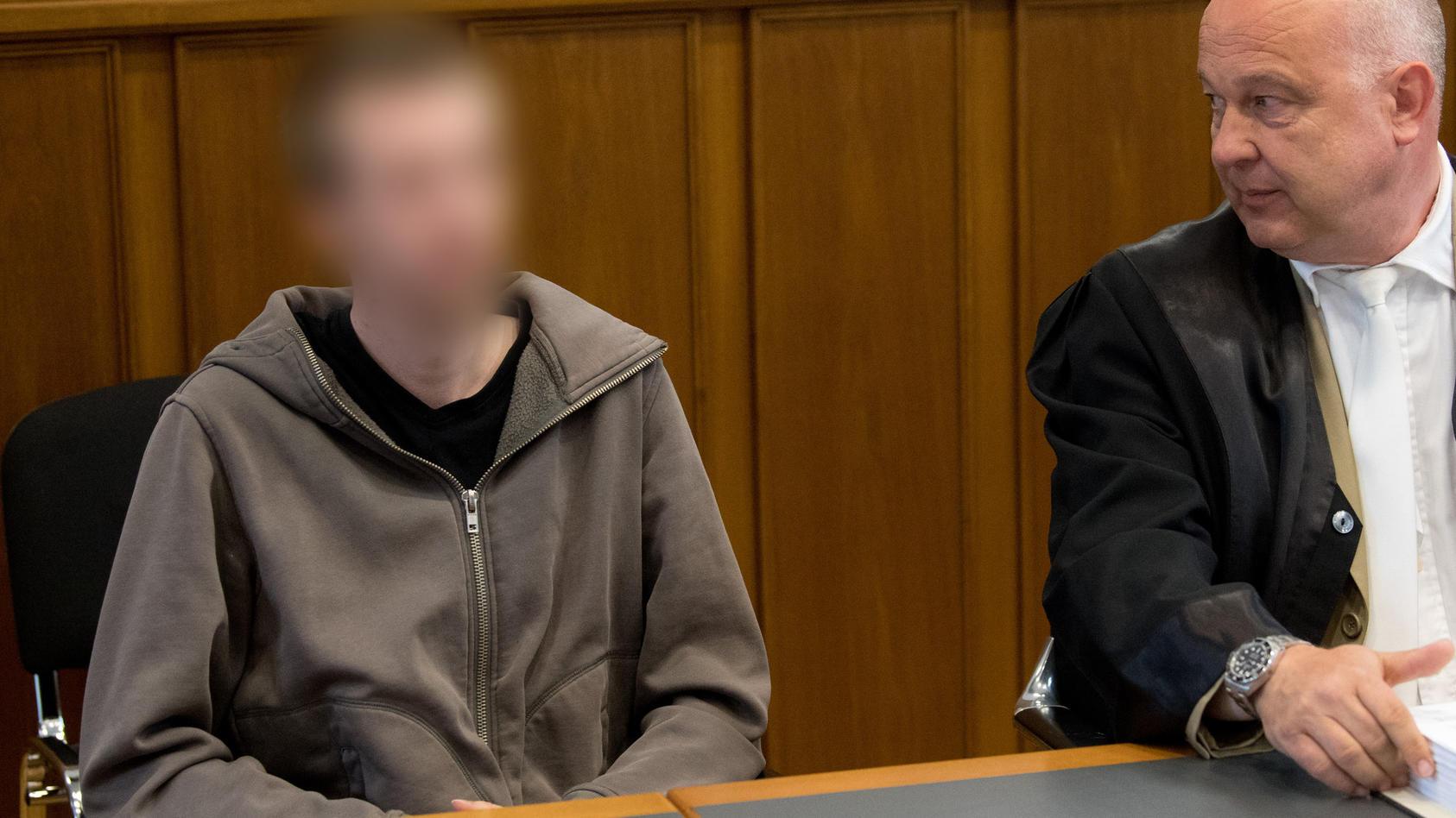 Prozessauftakt gegen Dominik R. aus Lindhorst (Niedersachsen): Er soll sein drei Monate altes Baby tot geschüttelt haben.