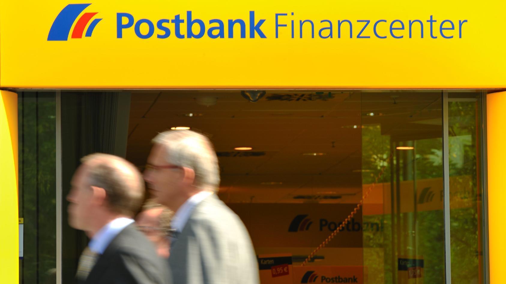 Schon bald könnte der Weg zur nächsten Postbank-Filiale für viele Kunden deutlich länger werden