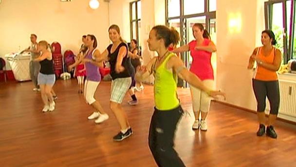 Aerobic zum Abnehmen tanzen zumba mit