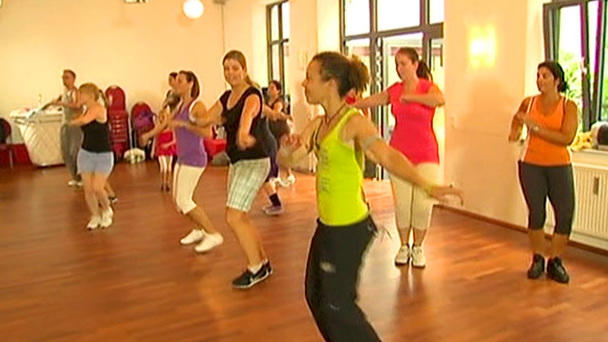 Aerobic zum Abnehmen tanzen Reggaeton in