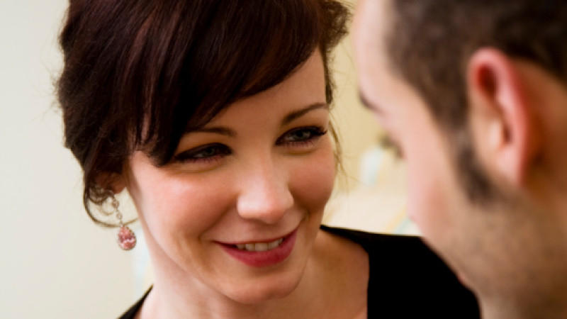 Flirten durch augenkontakt