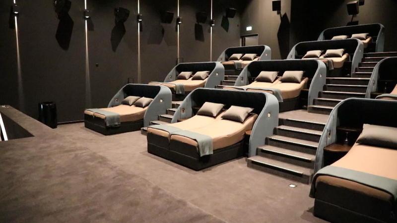 In Diesem Kino Stehen Betten Statt Kinosessel